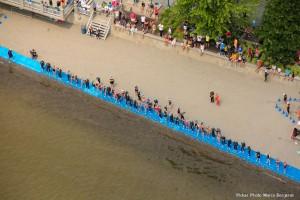 Départ nage du triathlon olympique depuis l'hélicoptère. Crédit photo: M. Bergeron