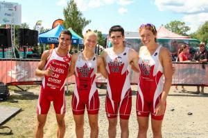 De la gauche vers la droite: Grenier-Talavera, Legault, Pacquet et Boutin qui remportent les championnats canadiens 2014 de relais.